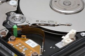 800px-Hard_disk_platters_and_head